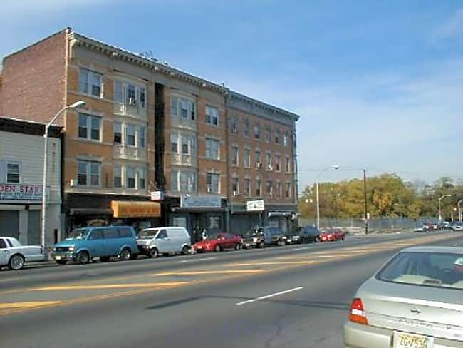 GR 216-218 Bloomfield Avenue - Newark, New Jersey 07104