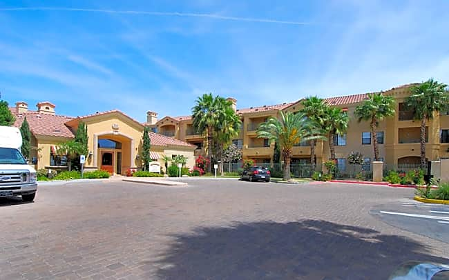 Mandarina Luxury Apartment Homes - Phoenix, Arizona 85034