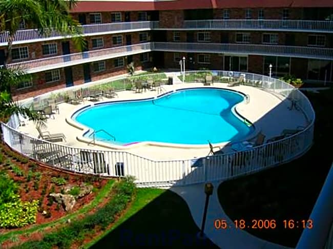 Oak Court Apartments - Saint Petersburg, Florida 33713