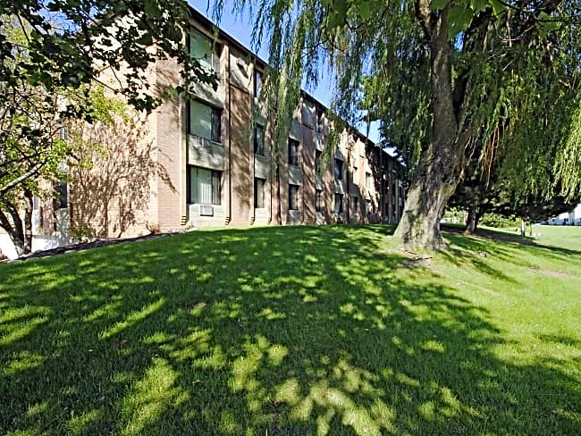 Riverwood Court Apartments - Milwaukee, Wisconsin 53223