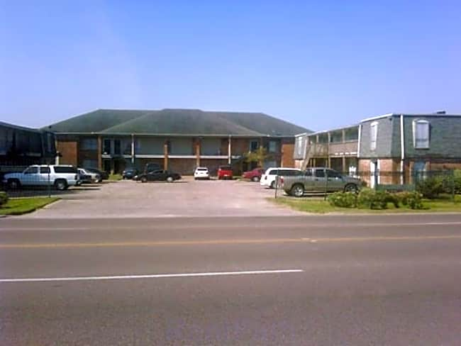 First Line Apartments - Pasadena, Texas 77506