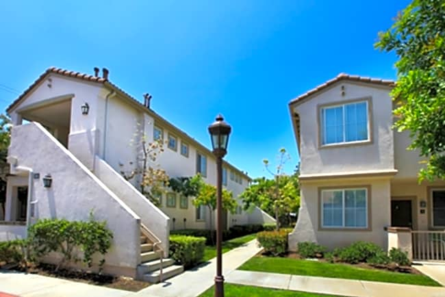Arbor Lane Luxury Apartment Homes - Placentia, California 92870
