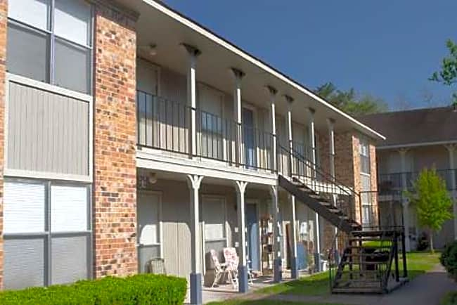 Cedar Wood Apartment Homes - Alvin, Texas 77511