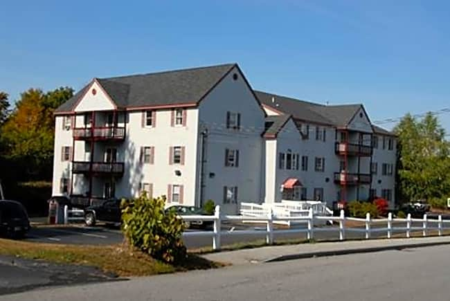 Red Oak in Derry: Landmark Apartments - Derry, New Hampshire 03038