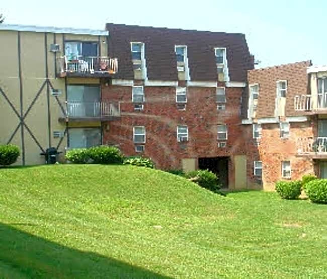 Independence Square Apartments - Whitehall, Pennsylvania 18052