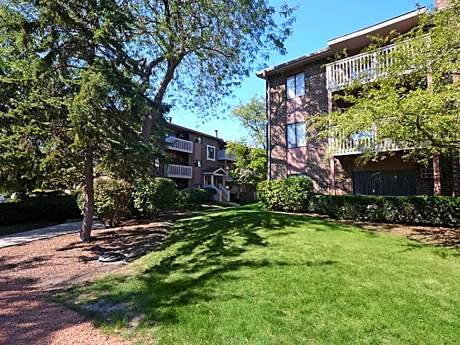 Lakeside Apartments - Wheaton, Illinois 60189