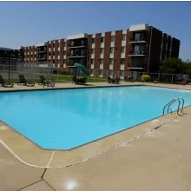 Riverwood Apartment Homes - Lansing, Illinois 60438