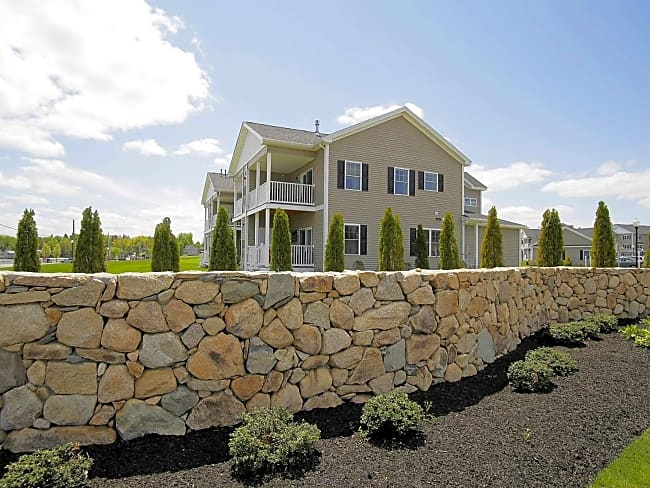 High Pointe at Emerald Place - Lunenburg, Massachusetts 01462