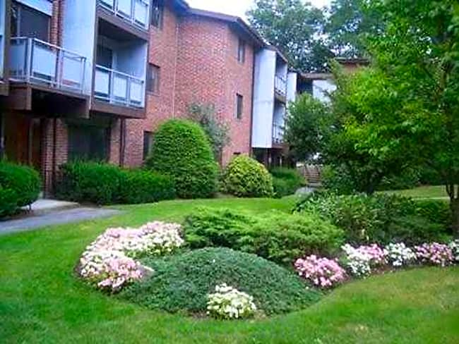 Imperial Village Apartments - Shrewsbury, Massachusetts 01545