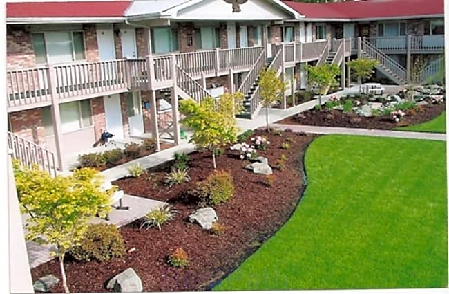 Highland Court Apartments - Tacoma, Washington 98465