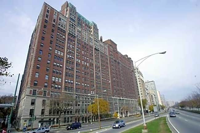 3270 N Lake Shore Drive - Chicago, Illinois 60657