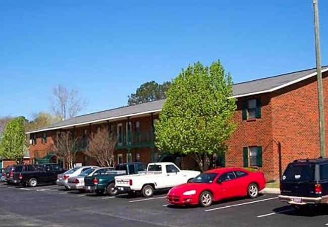 Wyndham Court Apartments - Greenville, North Carolina 27858