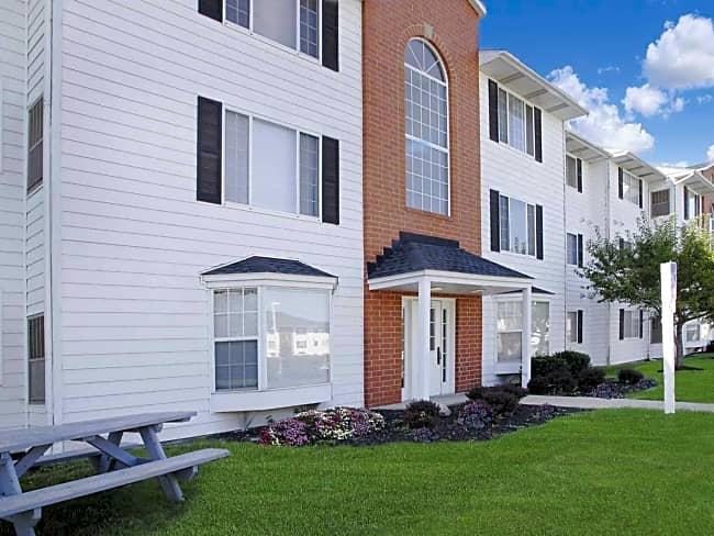 Cross Creek Apartments - Brunswick, Ohio 44212