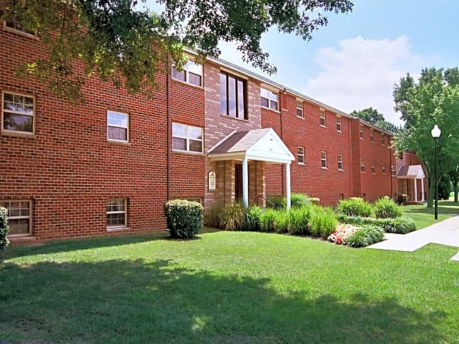 Hyde Park Apartments - Essex, Maryland 21221