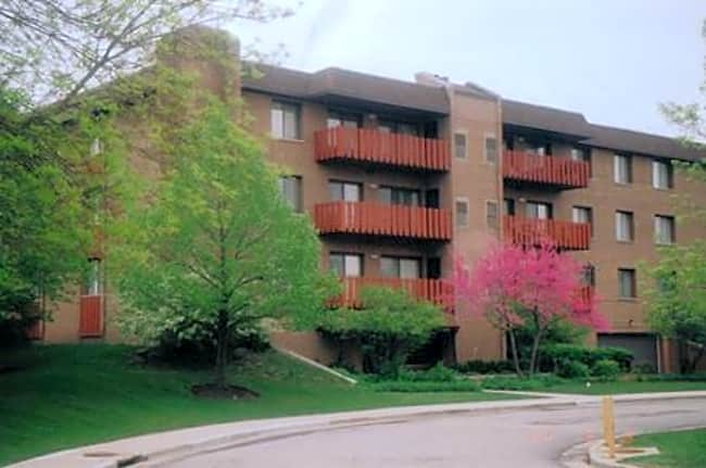 Americana Apartments - Highland Park, Illinois 60035