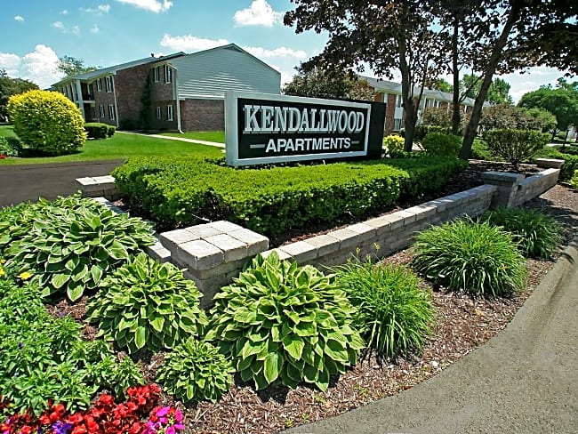 Kendallwood Apartments - Farmington Hills, Michigan 48334
