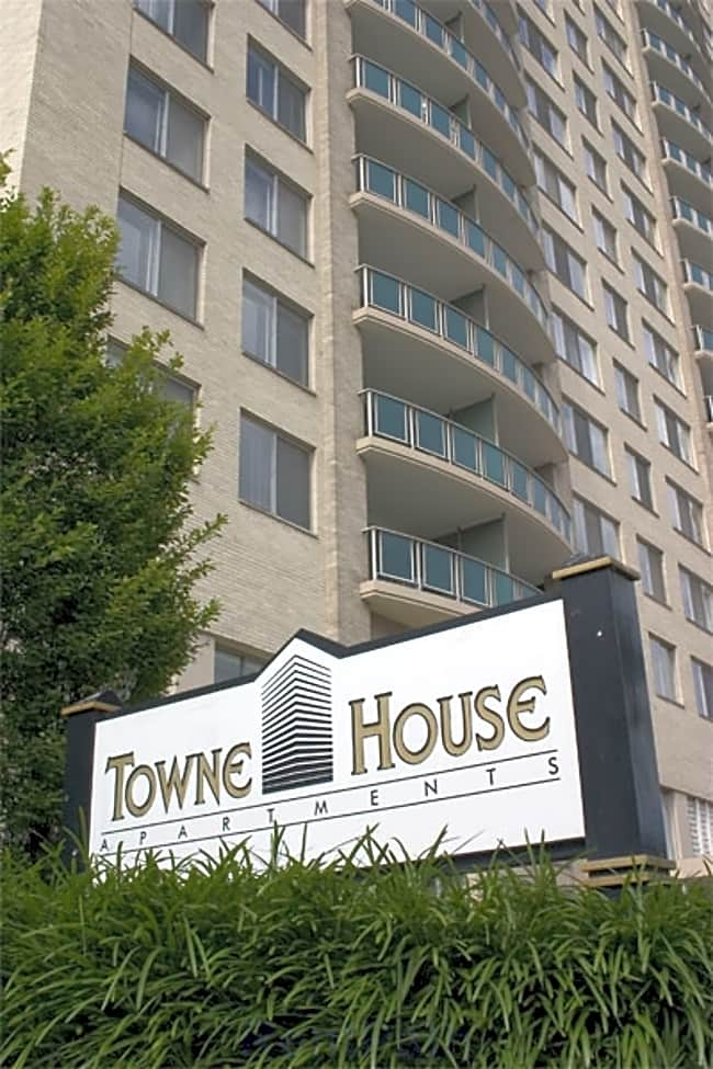 Towne House Apartments - Saint Louis, Missouri 63108
