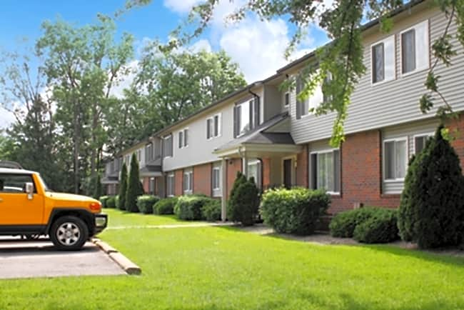 Franklin Hills Apartments & Townhomes - Southfield, Michigan 48034