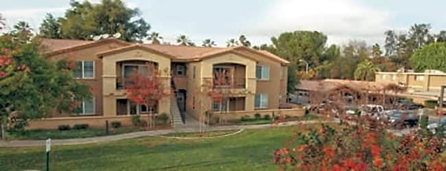 College Park Apartment - Riverside, California 92504
