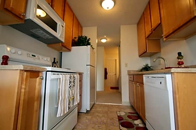 Redwood Grove Apartments - San Leandro, California 94577