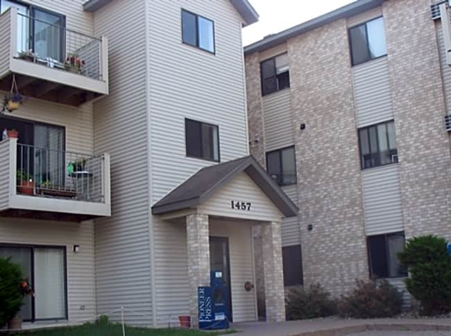 River Place Apartments - River Falls, Wisconsin 54022