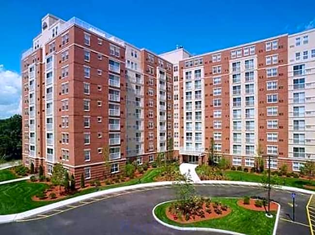 Cloverleaf Apartments - Natick, Massachusetts 01760