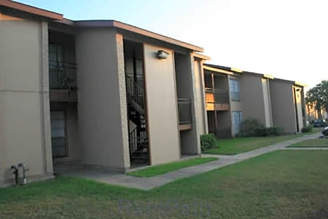 Twin Oaks Apartments - Pasadena, Texas 77503