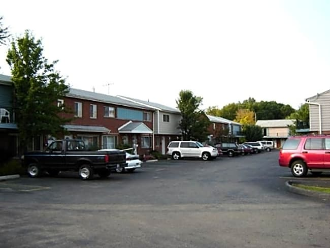 Rosewood Park Apartments - Elyria, Ohio 44035