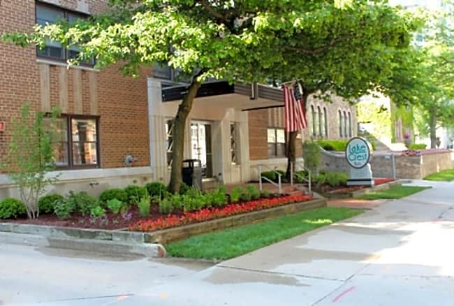 Lake Crest Apartments - Milwaukee, Wisconsin 53202