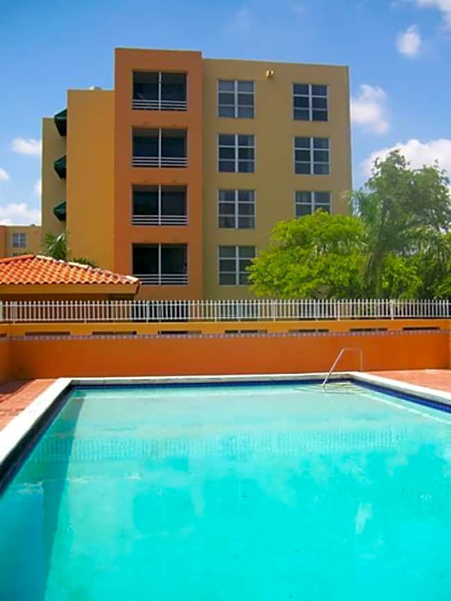 International Club Apartments - Miami, Florida 33175