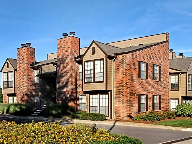 Lakepointe Luxury Apartments - Lexington, Kentucky 40502