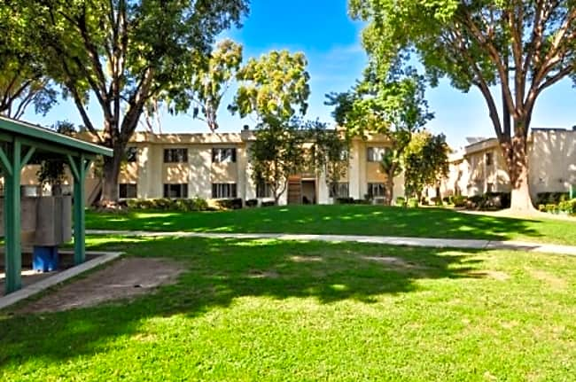 Roscoe Park Apartments - Canoga Park, California 91304