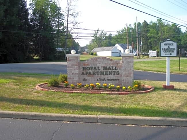 Royal Mall Apartments - Niles, Ohio 44446