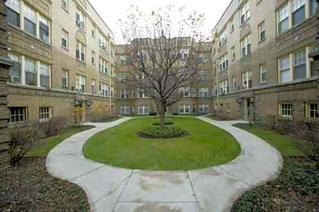 529 Wellington - Chicago, Illinois 60657