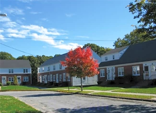 Groton Townhouses - Groton, Connecticut 06340
