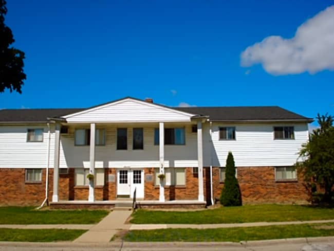 Colonial Village Apartments - Roseville, Michigan 48066