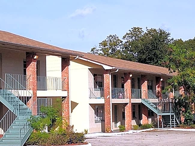 Avesta Lakeland Manor - Lakeland, Florida 33801