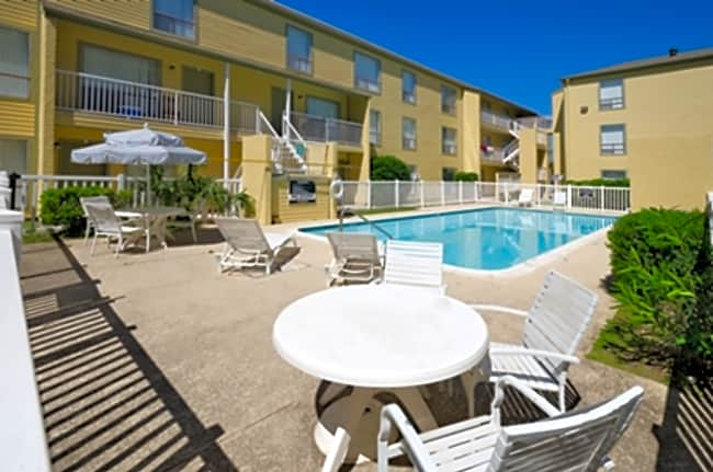 Carelton Courtyard - Galveston, Texas 77550