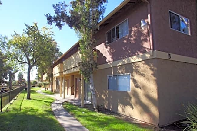Las Palmas Apartments - Vista, California 92083