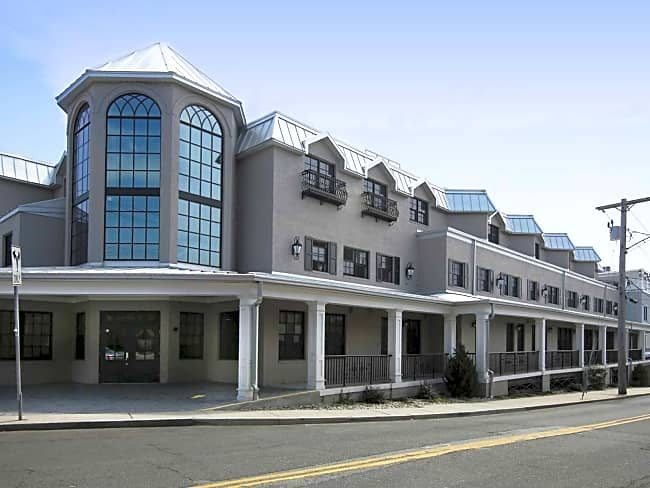 Metro Point Apartments - Milford, Connecticut 06460
