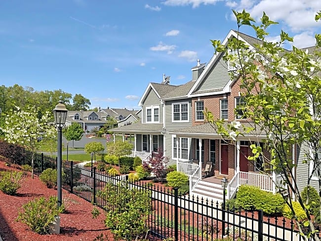 Deer Valley Townhomes - Ellington, Connecticut 06029