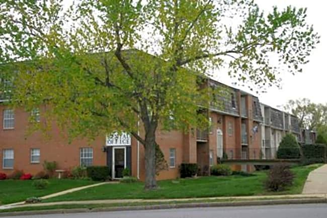 Monticello Square Apartments - Fredericksburg, Virginia 22401