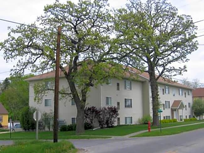 Robert's Apartments - Newton, Iowa