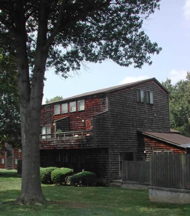 Woodgate Apartments - Cedar Lane