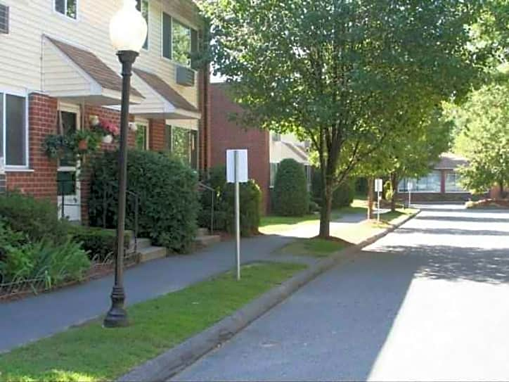 Eastbrook Apartments - Springfield, MA 01129