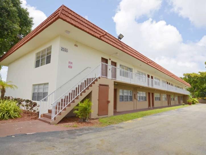 Crystal Lakes in Miami Apartments Miami FL 33056