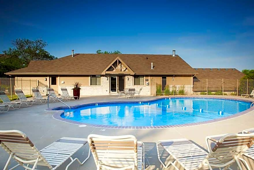 Summit By Broadmoor Apartments Bellevue Ne 68123 Apartments For Rent