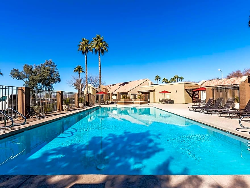 Chandler AZ Apartments Apartment Rentals in Chandler, AZ. Whether you are looking for your first apartment in Chandler, AZ or you are considering moving into a larger apartment with more amenities, it is important to find out as much as possible about the local apartment market.