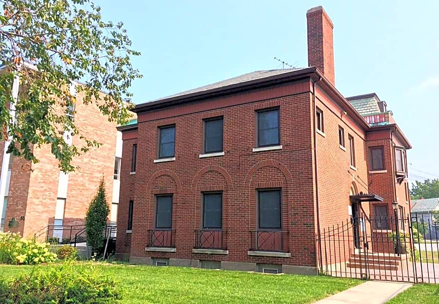 40 Gates Apartments - Buffalo, NY 14209 - Two newly renovated (December 2016) apartment are located in this historic building at Gates Circle