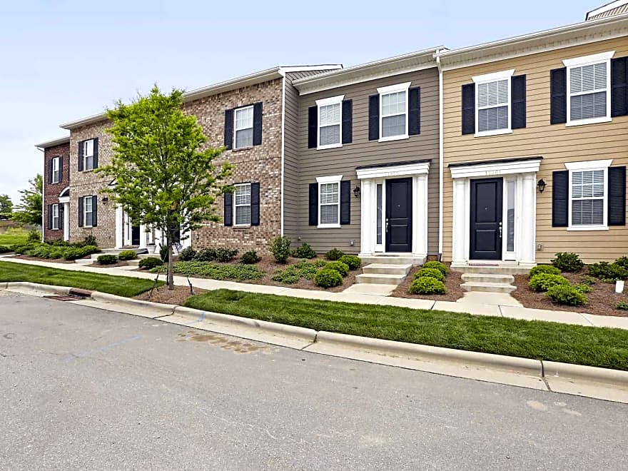 Charleston Row Townhomes At Parkway Crossing Apartments Pineville Nc 28134 Apartments For Rent